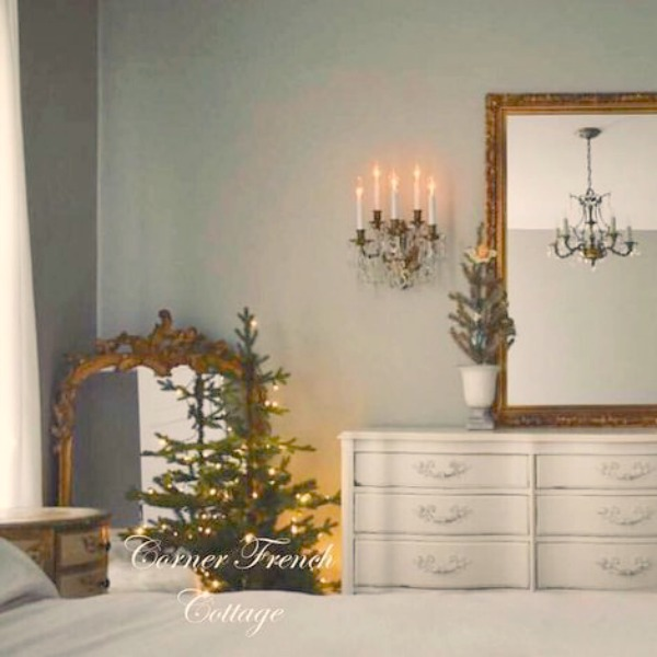 French country Christmas decor with lots of white, elegant, and romantic design elements. Corner French Cottage. #frenchcountry #christmas #holidaydecor #frenchfarmhouse