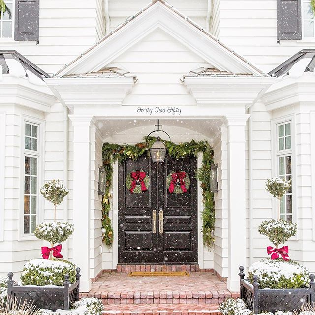 This example of classic traditional architecture from The Fox Group will inspire your design plans! Christmas decor on a gorgeous white traditional home. Come see more lovely interior design and home construction ideas. #christmasdecor #architecture #interiordesign #traditional #classic #thefoxgroup
