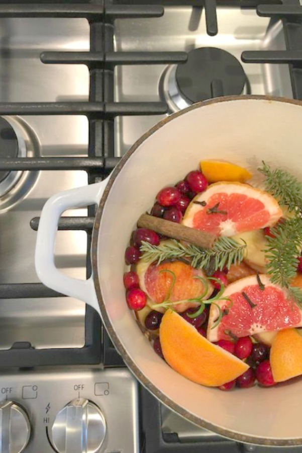 How to Make Your House Smell Like Christmas. A recipe for a yummy and fragrant citrus and spice potpourri by Hello Lovely Studio. #hellolovelystudio #christmas #potpourri #recipe