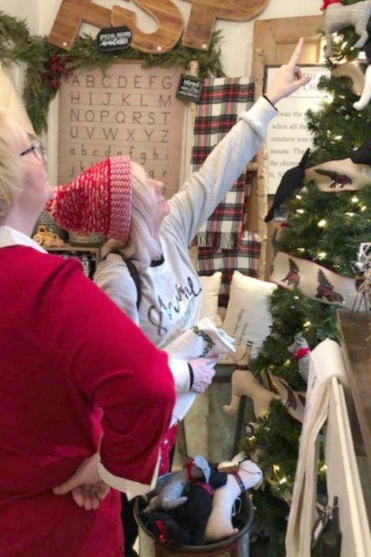 Rustic farmhouse Christmas decorating ideas and vintage style holiday inspiration from Urban Farmgirl in Rockford, Illinois. #farmhousechristmas #countrychristmas #christmasdecor #urbanfarmgirl #rustic #vintage #holidayinspiration