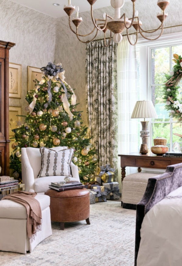 Beautiful Christmas decor and holiday decorated interiors in the Atlanta Home for the Holidays 2018 Showhouse! #christmasdecor #showhouse #holidaydecor