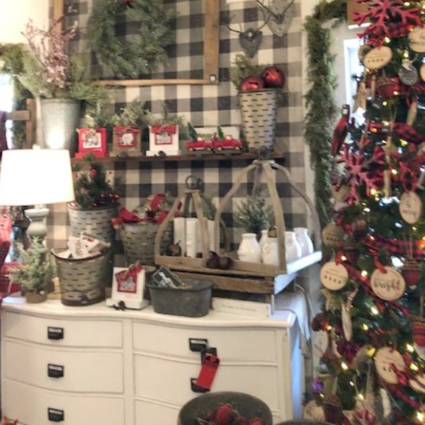 Farmhouse Christmas decor inspiration, vintage style, and rustic country decorating ideas for a whimsical holiday interior. #hellolovelystudio #christmasdecor #farmhousestyle