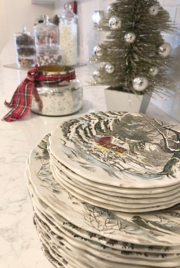 Lovely Christmas Table Decor Ideas. Come be inspired by decorating ideas for your holiday tablescape. #holidaytable #christmasdecor #tablescape #chrismtas