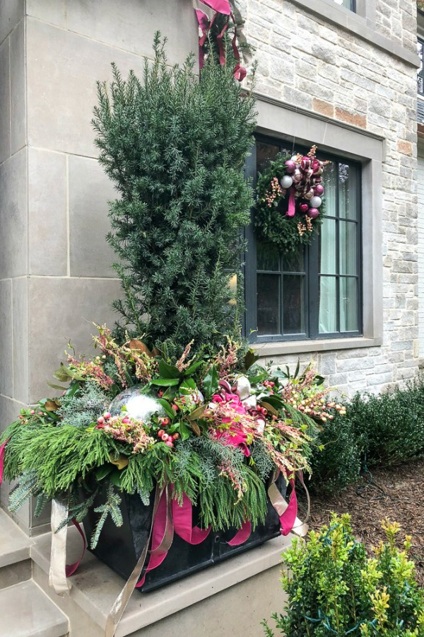 Gorgegous planter decorated for Christmas at a magnificent showhouse in Atlanta. Beautiful holiday decor inspiration from interior designers and bloggers. Come discover 28 Amazing Christmas Decorating Ideas! #christmasdecor #holidaydecorating