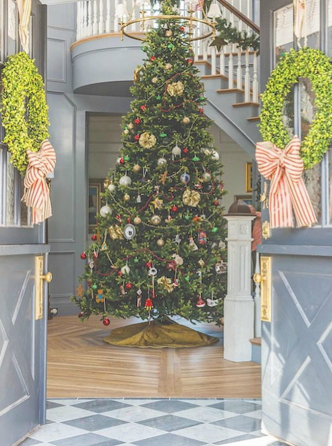 Grand and tall elegant Christmas tree in an entry with magnificent architecture by The Fox Group. #christmastree #entry #christmasdecor #thefoxgroup