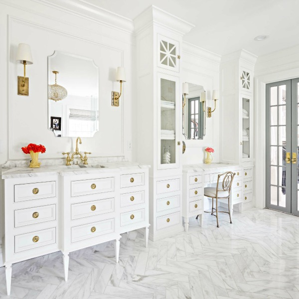 Luxurious and classic white bathroom design by The Fox Group with white marble and furniture-like vanities. #bathroomdesign #classicdesign #interiordesign #luxuriousdesign