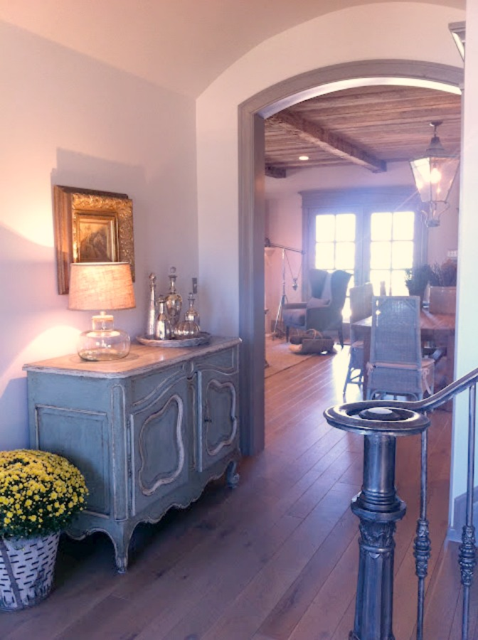 Entry. Breathtaking French cottage in Utah by Desiree Ashworth of Decor de Provence. French country interior design inspiration awaits in this house tour with rustic decor, Gustavian influences, and European country charm! #frenchcottage #frenchcountry #interiordesign