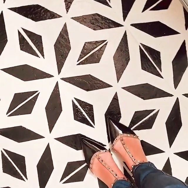 Black and white cement tile stenciled bathroom floor by @a.moroccanspinkandgold.dream. #cementtilestencil #tilestencil #stenciledfloor