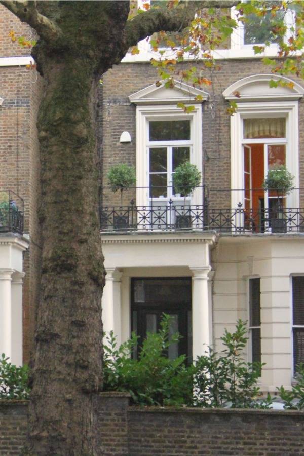 Notting Hill beauty, classic architecture, and inspiration from a London stroll by Hello Lovely Studio. Personal Reflections: What Does Greater Kindness to Yourself Look Like?