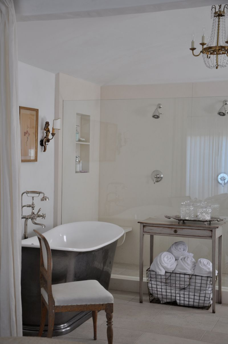 Vintage style and European inspired sophistication in a bathroom by Giannetti Home.