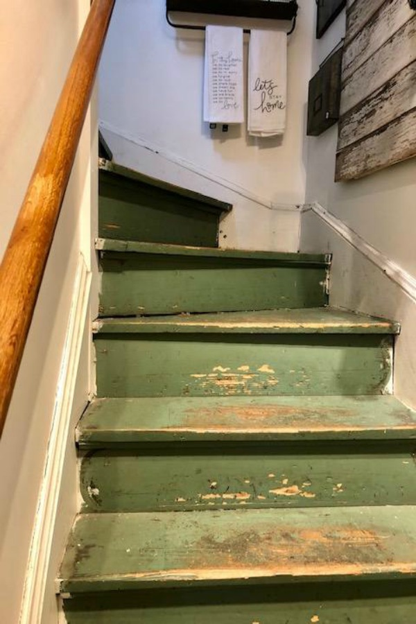 American farmhouse decorating ideas, rustic country decor, and inspiration from Urban Farmgirl. #farmhousestyle #americanfarmhouse