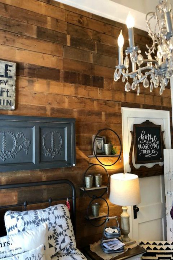 Farmhouse decor and interior design inspiration from Urban Farmgirl. Find American Country Farmhouse Decorating Ideas in this story with photos of rustic and whimsical decor finds!