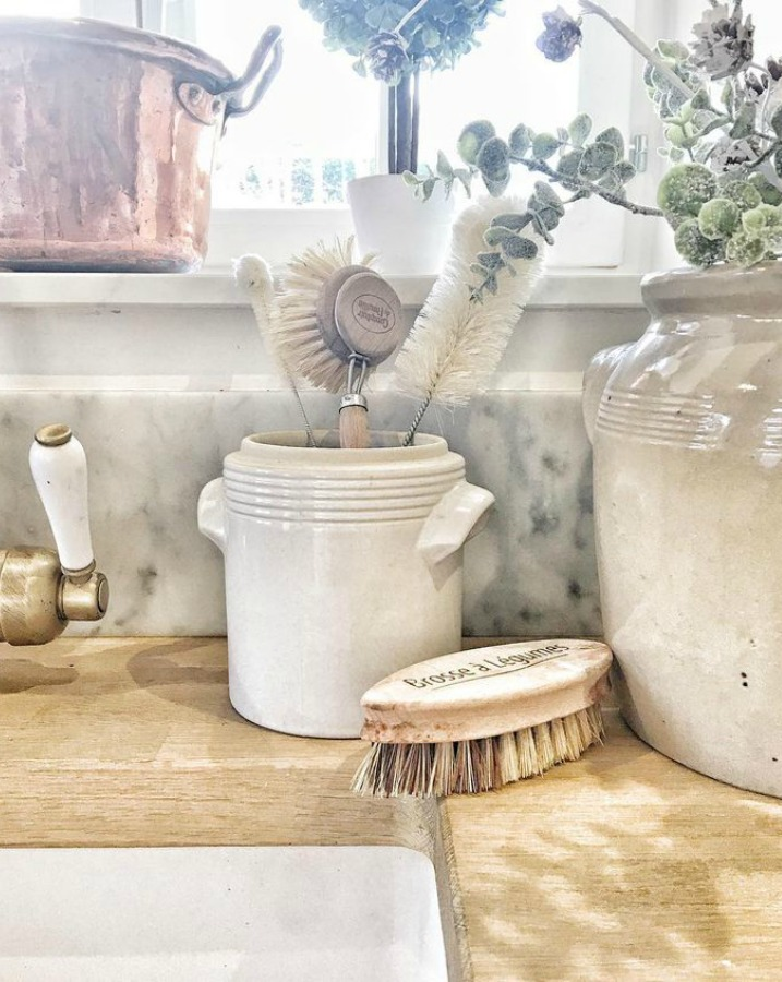 French farmhouse kitchen decor by Vivi et Margot. Pale and Lovely European Country White Interiors to Inspire with photo gallery. #frenchfarmhouse #interiordesign #frenchcountry