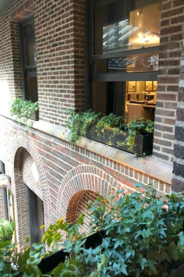 RH Gallery Chicago offers gorgeous architectural and interior design inspiration from Restoration Hardware. See Hello Lovely Studio's photos, including the amazing courtyard dining of Three Arts Club Cafe.