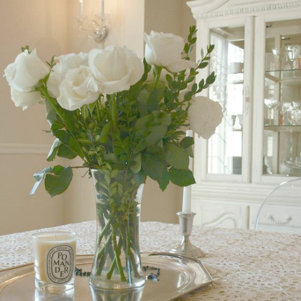 White roses in our dining room. Hello Lovely Studio. Come discover more inspiring trays for layering and vignettes in Adding Tray Très Chic to Your Home.
