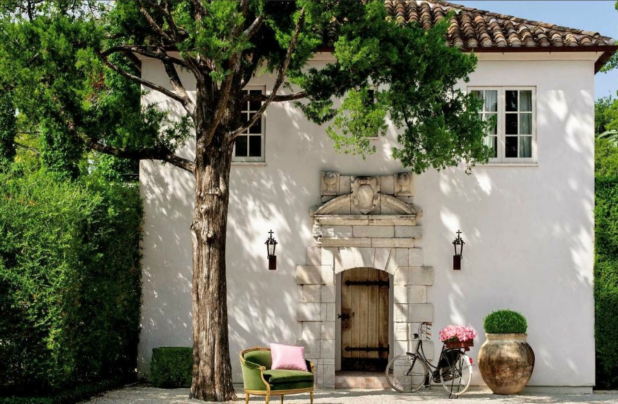 Unforgettable Provence inspired guest house in Houston (Montrose Blvd) by Reagan Andre and Pamela Pierce. #chateaudomingue #pamelapierce #frenchhomeexterior