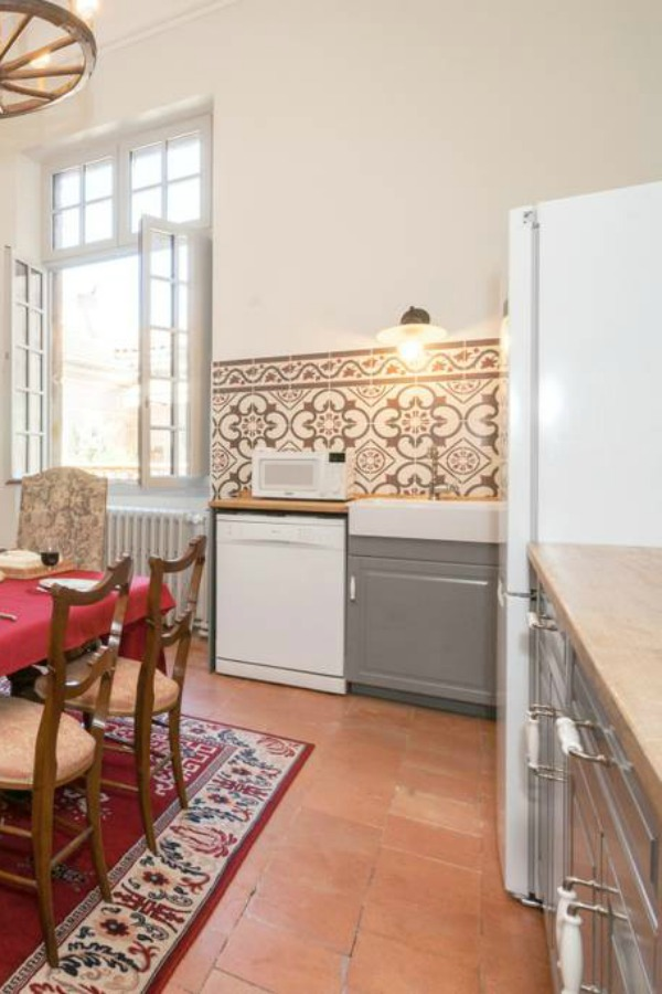 Classic French apartment with luxurious interiors has been fully renovated to high standards in Carcassonne, France and is available to rent - L'ancienne Tannerie.