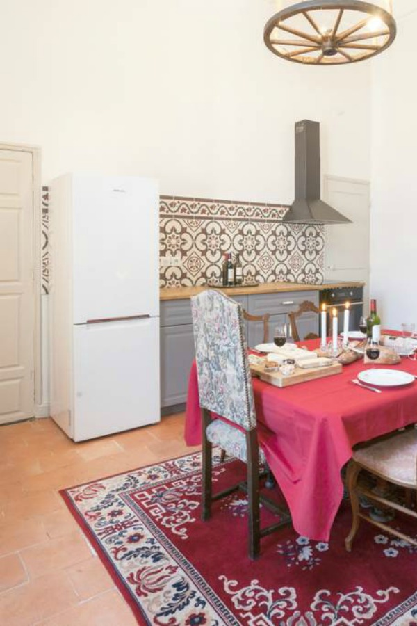 Kitchen. Classic French apartment with luxurious interiors has been fully renovated to high standards in Carcassonne, France and is available to rent - L'ancienne Tannerie.