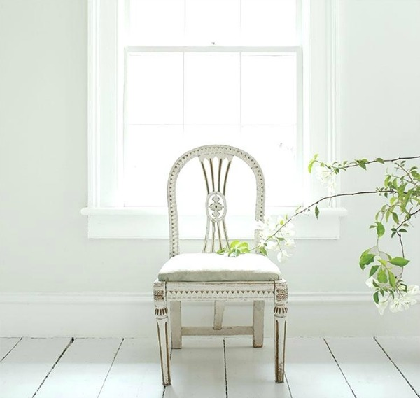 BENJAMIN MOORE Paper White Grey paint color.