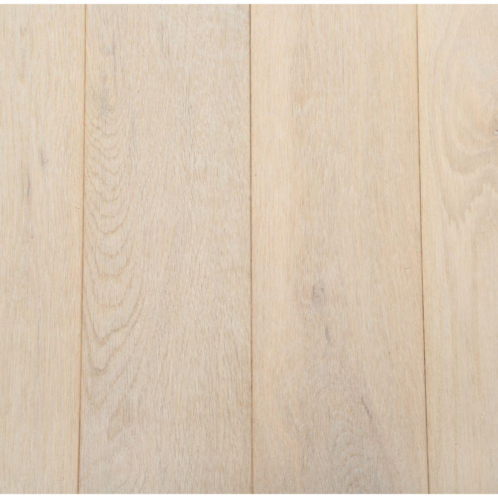 White oak hardwood flooring sample. #whiteoak #hardwoodflooring #interiordesign #frenchfarmhouse