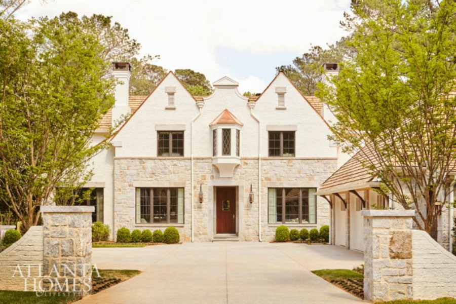 English country home by architect Sir Edwin Lutyens. 2018 Southeastern Designer Showhouse. Robbie Pich, Harrison Design. Photo: Atlanta Homes & Lifestyles.