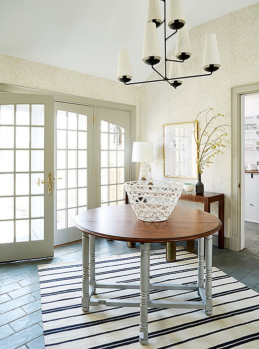 One Kings Lane Connecticut Farmhouse Showroom with modern farmhouse interior design. #traditionalstyle #farmhouse #onekingslane