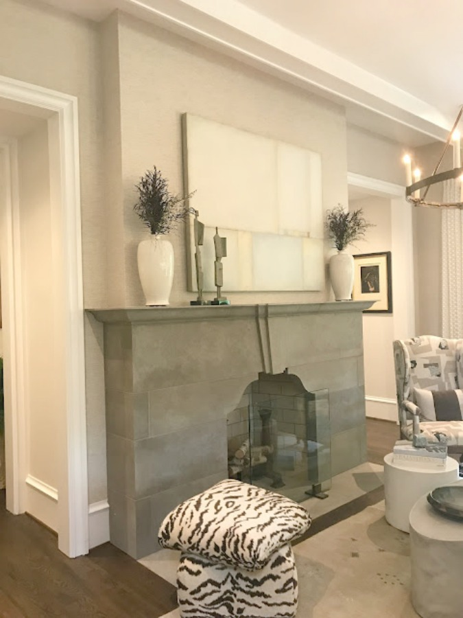 Keeping room with geometric limestone mantel. Interior design: Karen Ferguson. 2018 Southeastern Designer Showhouse in Atlanta. Photo: Sherry Hart.