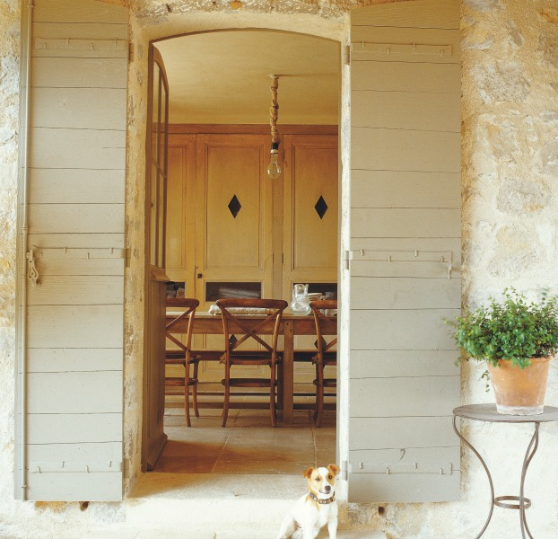 French Farmhouse design inspiration. La Vie Est Belle: The Elegant Art of Living in the French Style by Henrietta Heald, Ryland Peters & Small 2019.