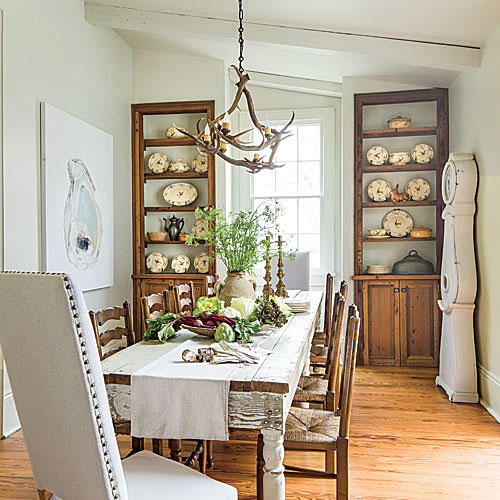 French farmhouse dining room with rustic farm table. Photo: Laurey Glenn for Southern Living magazine.