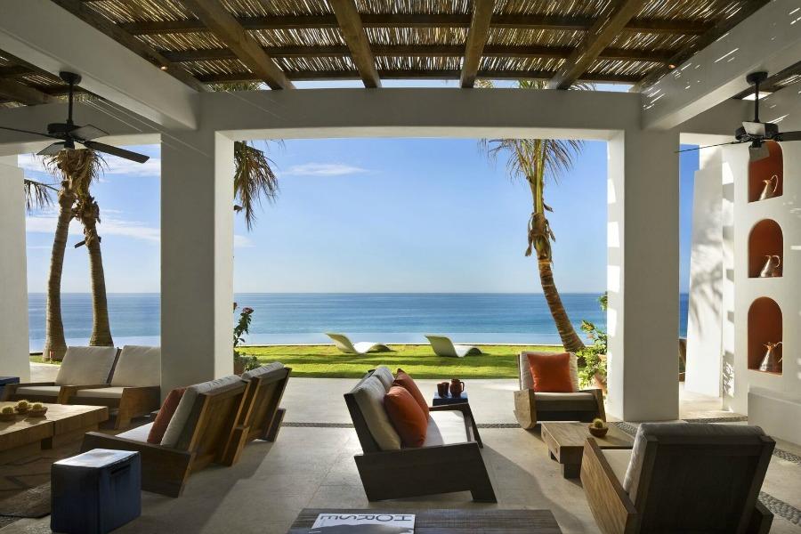 Beautiful patio design by Ike Kligerman Barkley on Hello Lovely Studio.