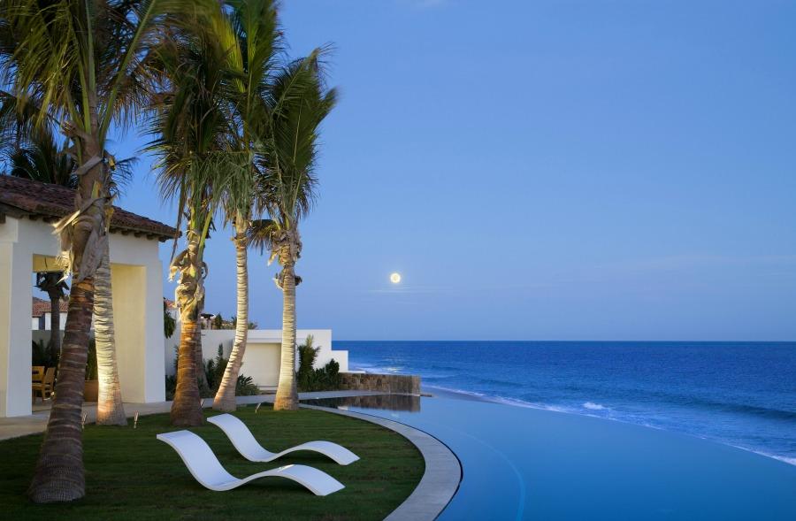 Amazing oceanside pool and design by Ike Kligerman Barkley on Hello Lovely Studio.