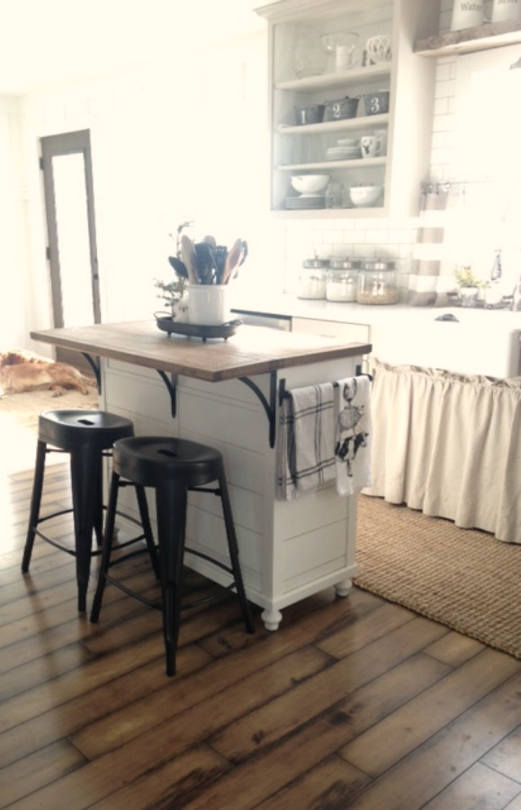 DIY Kitchen Cart makeover by Proverbs31girl.