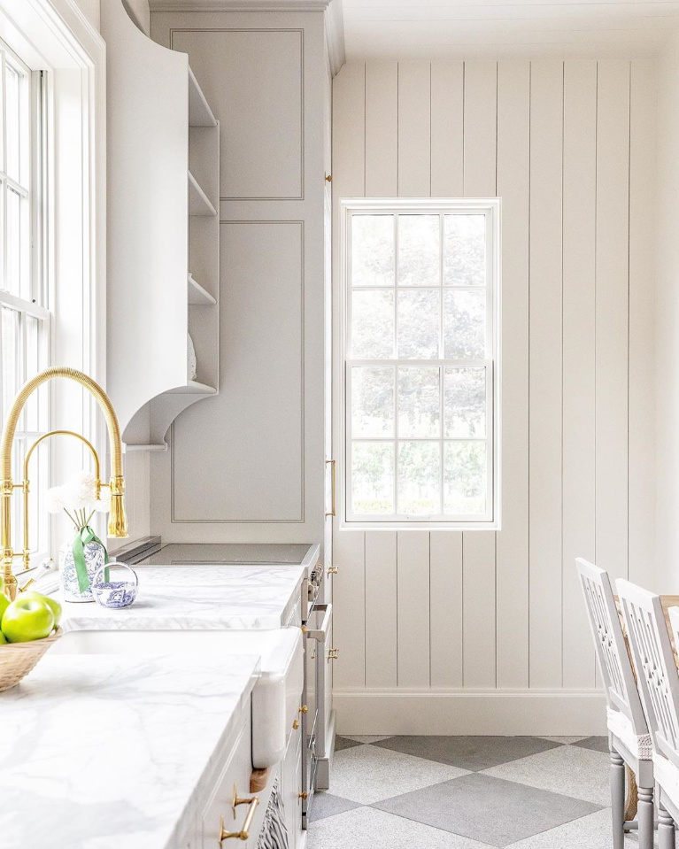 Traditional and elegant white farmhouse kitchen with grey and brass accents - The Fox Group. #kitchendesign #modernfarmhouse #traditionalstyle #classickitchens #thefoxgroup #beadboard #greykitchens