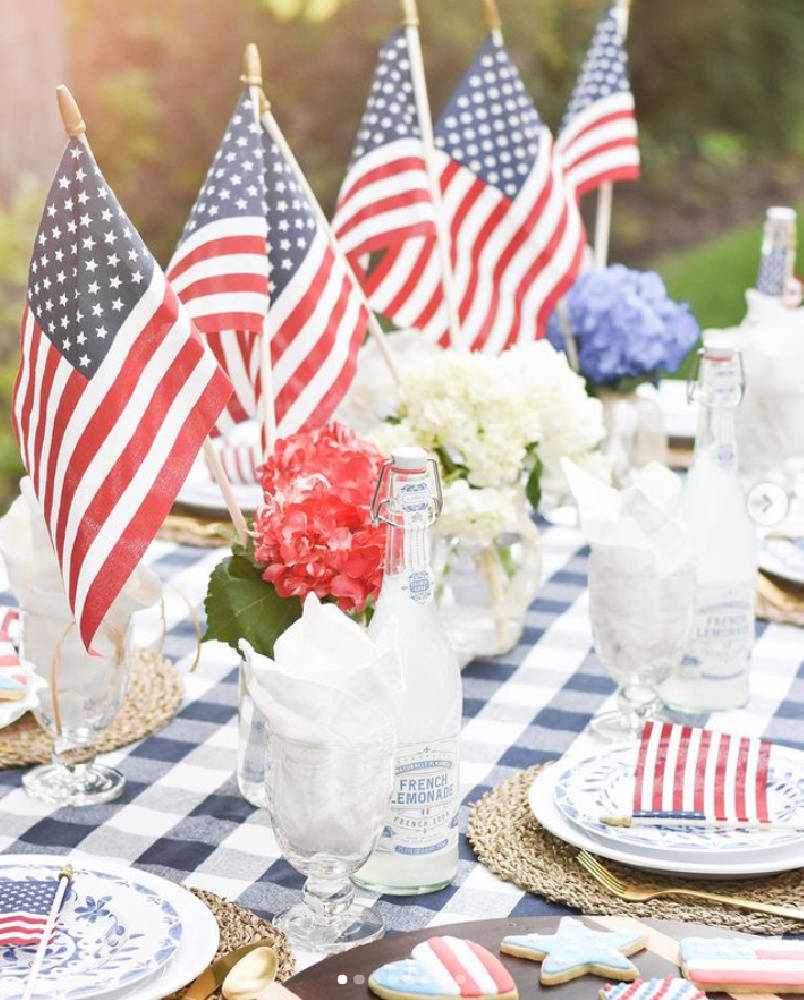 Enchanting tablescape for July 4th with blue gingham, hydrangea, and flags - @live.belle.vie #tablescapes #4thofjuly