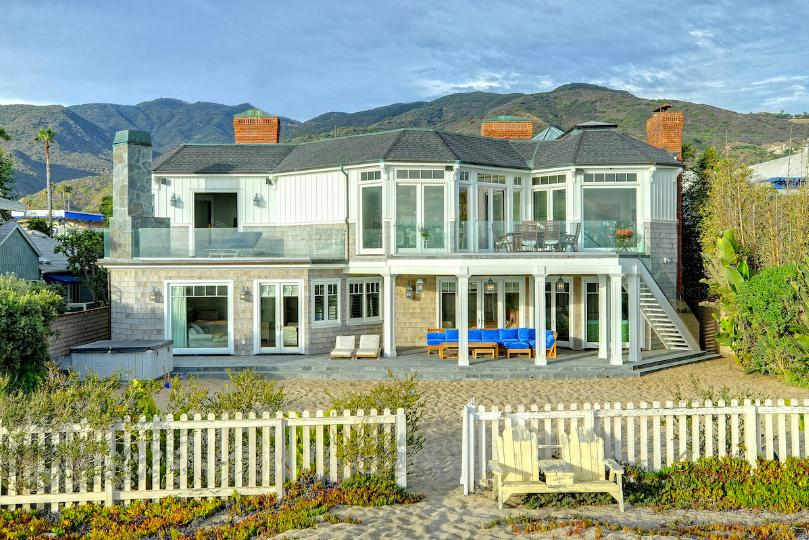 Exterior of Madeline's beach house in Big Little Lies is a vacation rental in Malibu...come see the oceanfront house tour with Big Little Lies: Madeleine's Beach House Photos! #reesewitherspoon #biglittlelies