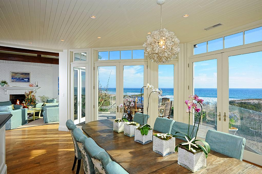 Breakfast dining area - Madeline's beach house in Big Little Lies is a vacation rental in Malibu...come see the oceanfront house tour with Big Little Lies: Madeleine's Beach House Photos! #reesewitherspoon #biglittlelies