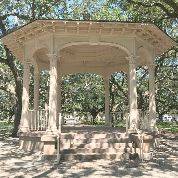 Gazebo. Near the Battery and White Point Gardens area of Charleston, we strolled the streets of magnificent historic homes with breathtaking architecture and gardens. Come enjoy this photo gallery with Historic Charleston Mansion Exteriors on Hello Lovely Studio.