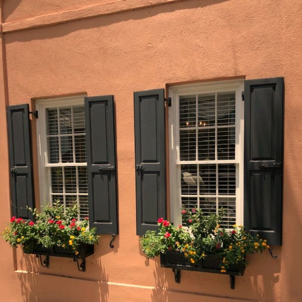 Near the Battery and White Point Gardens area of Charleston, we strolled the streets of magnificent historic homes with breathtaking architecture and gardens. Hello Lovely Studio. #windowbox