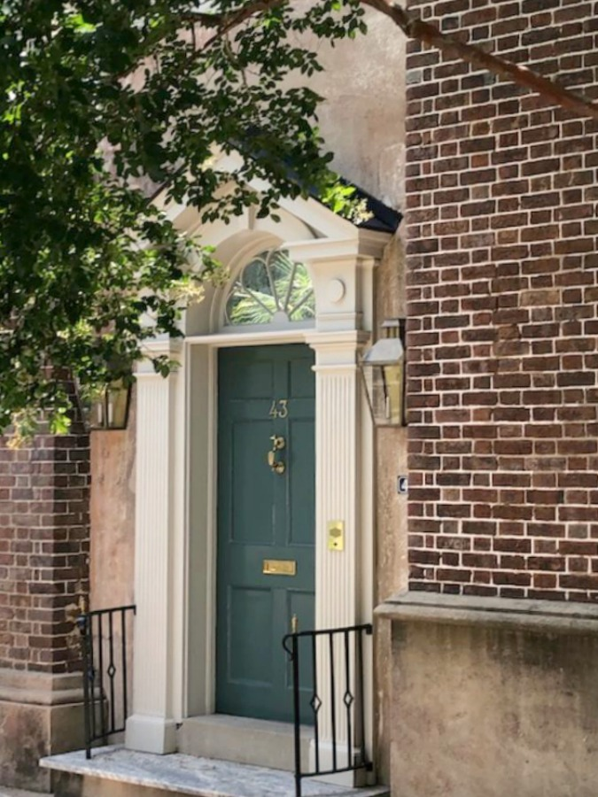 Inspiring downtown Charleston residential architecture and eye candy with gorgeous facades and front doors as well as secret gardens! Hello Lovely Studio.