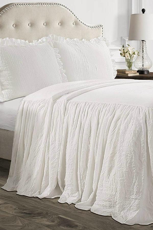 Lush Decor White Ruffle Bedspread. #bedroomdecor #bedding #romanticbedroom #shabbychic