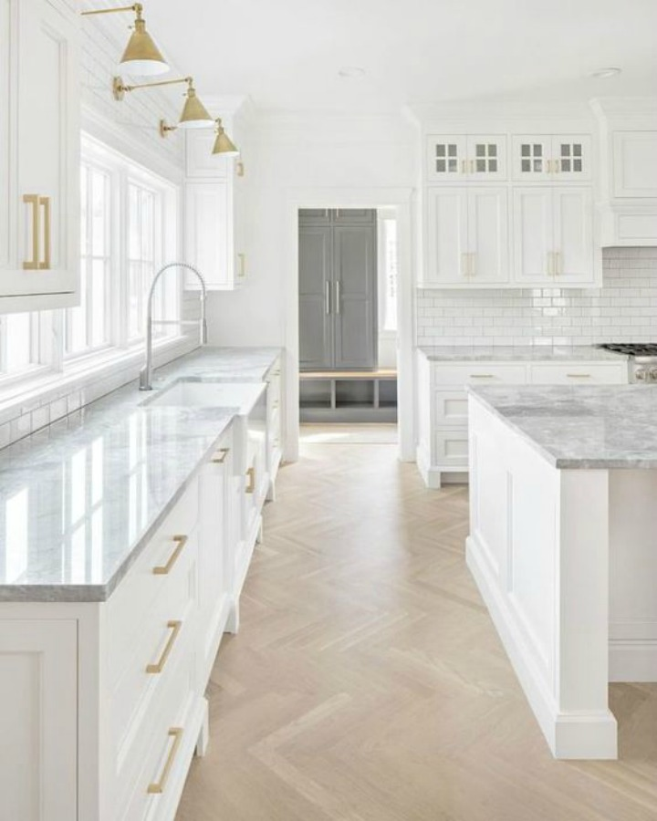 Timeless design, sophisticated decor, and exceptional architecture in this modern farmhouse kitchen by The Fox Group.  Click through for 9 Tranquil, Traditional, Timeless Interior Design Ideas & Inspiring House Exteriors: The Fox Group!