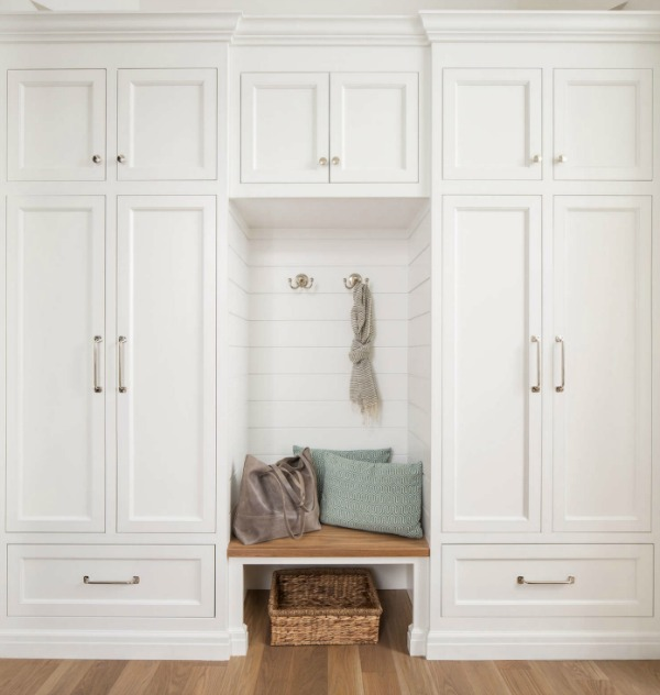White built in cabinets in a mud room by The Fox Group. Click through for 9 Tranquil, Traditional, Timeless Interior Design Ideas & Inspiring House Exteriors: The Fox Group!