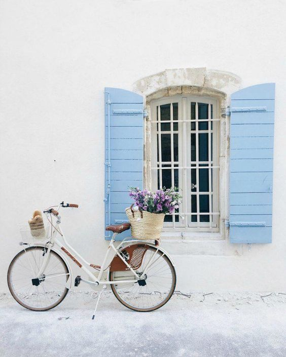 Provence, Bordeaux, South of France inspiration! Vivi et Margot vintage bicycle in France with a French market basket filled with blooms. Gorgeous periwinkle blue shutters on the charming house in the background!