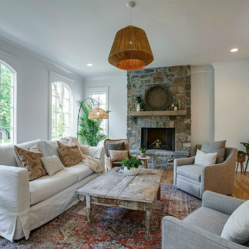 Breezy laid back barefoot elegant style in a cottage living room with rustic fireplace. #livingroom #cottagestyle