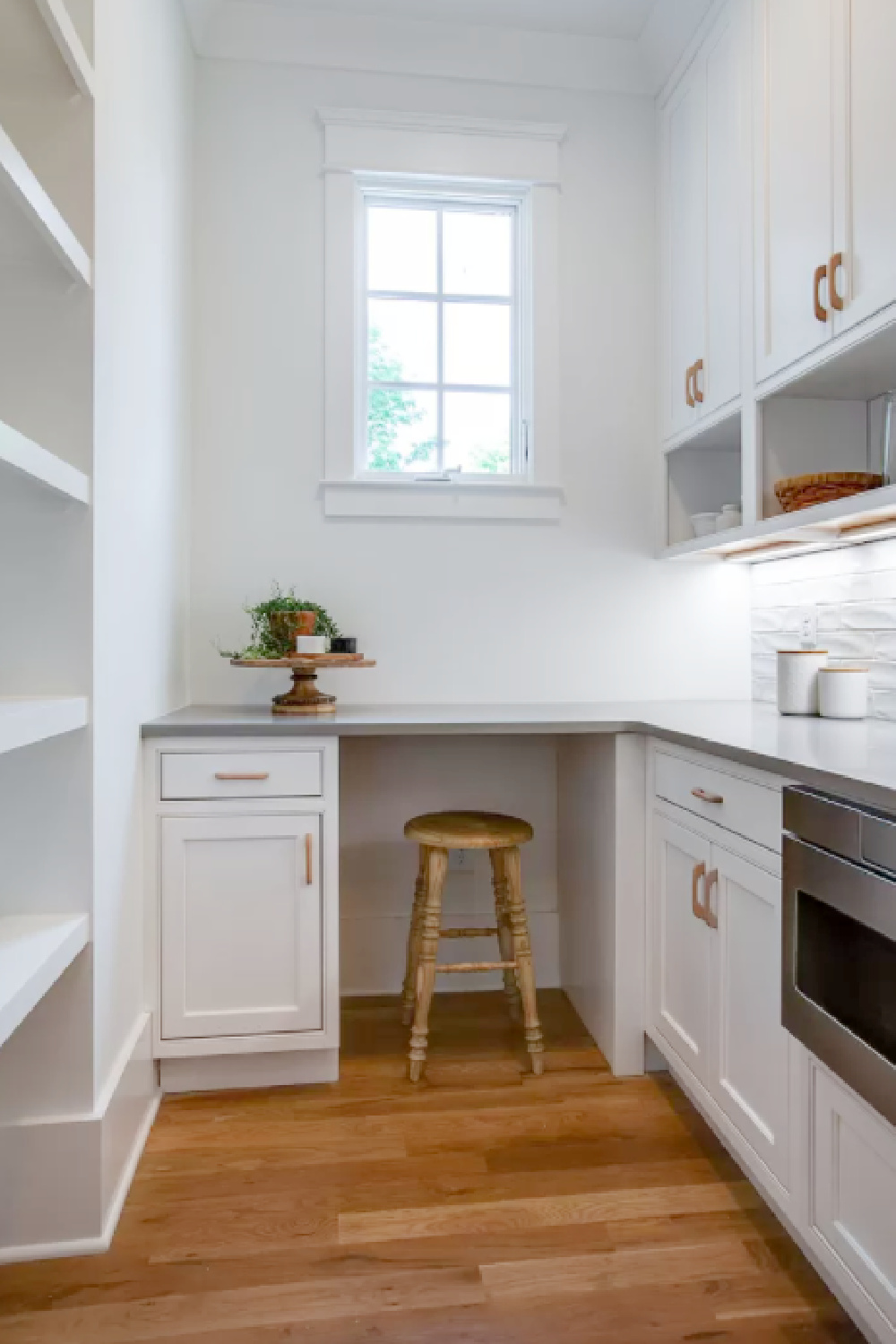 Beautiful and efficient butler pantry with office space, storage, and work space. #pantries #butlerpantry