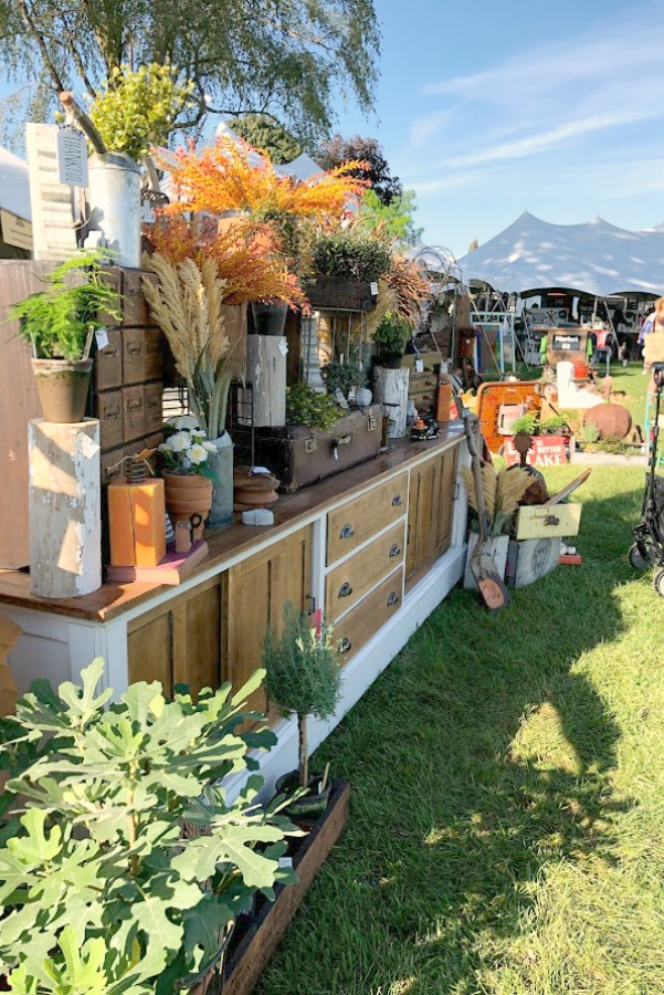 Farmhouse style decor, vintage wares, and handmade treasures mingle at Main Street Market (Urban Farmgirl) in Belvidere, Illinois - Hello Lovely Studio. #fleamarket #farmhousestyle #vintage #junkin