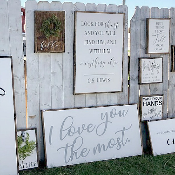 Handlettered signs. Come discover rustic fall decorating ideas in this photo gallery with ideas and resources! Vintage style, farmhouse decor, and junkin paradise in the fall - Main Street Market (Urban Farmgirl) in Belvidere, IL - Hello Lovely Studio. #fleamarket #vintage #farmhouse #countrydecor #midwest