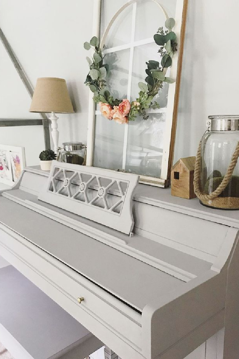 Rustoleum Aged Gray chalk paint transformed this upright piano beautifully - Emily Woods at Home. #rustoleumagedgray #chalkpaint #beforeafter #paintedpianos #paintcolors