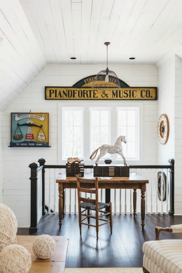 Sheryl Crow's writers loft in the book City Farmhouse by Kim Leggett. Photo by Alissa Saylor. #farmhousestyle #sherylcrow #moderncountry #cityfarmhouse