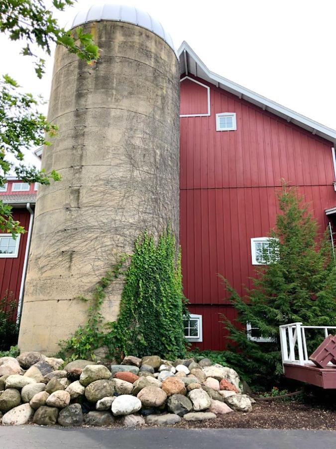 Fall decor inspiration from an apple orchard in Poplar Grove, IL (Edward's) - autumn magic in the heartland is hard to beat! Hello Lovely Studio. #falldecor #autumn #farmhousestyle #countrystyle #rusticdecor
